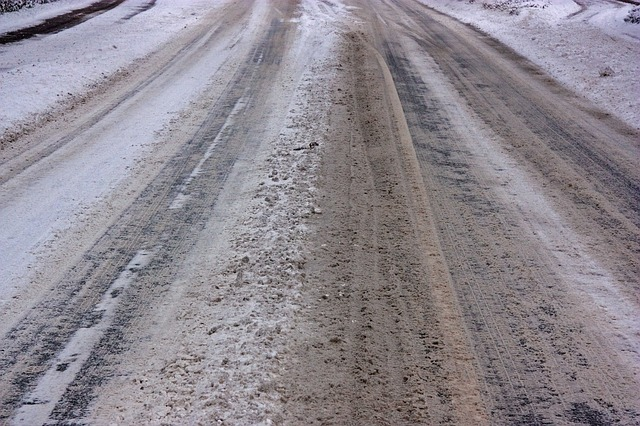 icy roads 567721 640