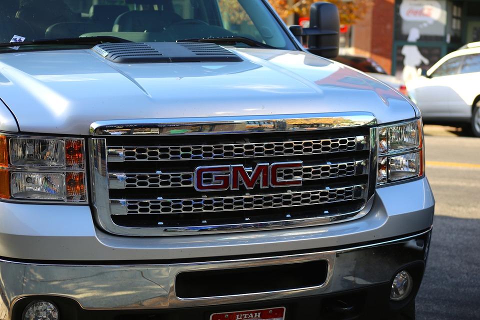 General Motors accident personal injury crash risk seat belt